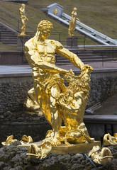"""Скульптура """"Самсон, разрывающий пасть льва"""".  Петергоф"""
