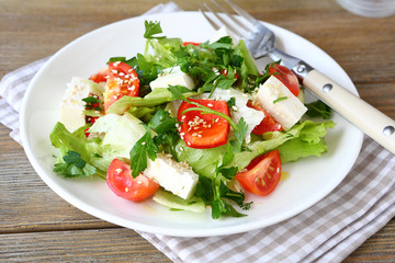 Salad with tomatoes, peppers and cheese