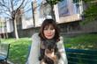 Donna con cane  bassotto