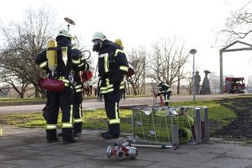 Feuerwehrmänner bereiten sich vor