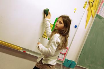 école primaire - enfant au tableau