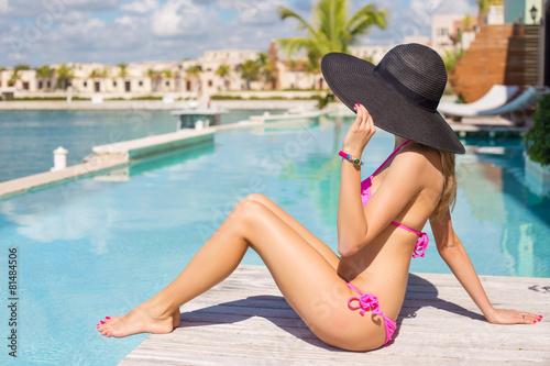 Zdjęcia na płótnie, fototapety, obrazy : Woman relaxing in luxury resort by the swimming pool