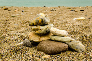 Steine im Sand am Strand