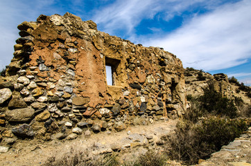 Steinmauer eines verfallenen Hauses in Andalusien