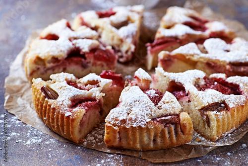 Fotobehang Koekjes Strawberry and rhubarb cake