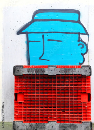 Red pallet & graffiti © livcool