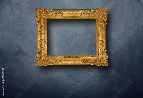 canvas print picture cornice dorata vuota appesa