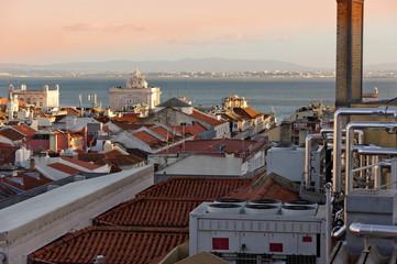 Blick über die Dächer in der Altstadt von Lissabon