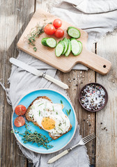 Breakfast set. Whole grain andwich with fried egg, vegetables