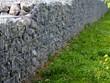Leinwanddruck Bild - Steinkörbe als Mauer