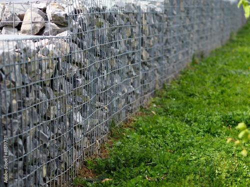 Leinwanddruck Bild Steinkörbe als Mauer