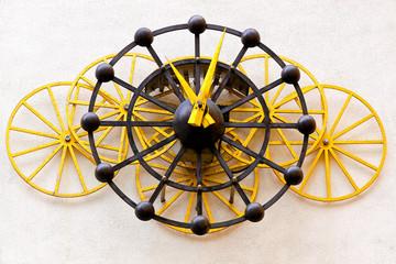 Mechanical wheel clock