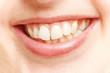 Weiße Zähne im Mund