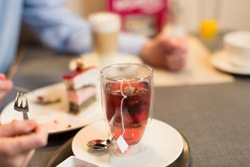 Tasse Tee im Café
