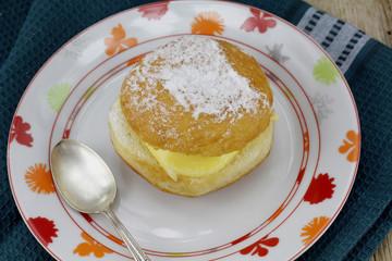 beignet à la crème pâtissière