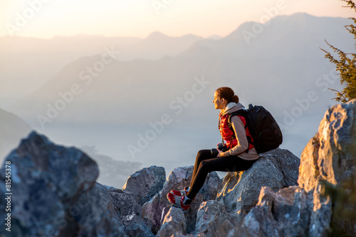 Fotobehang Alpinisme Young photographer on the top of mountain