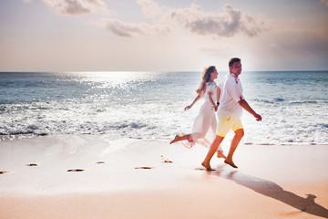 honeymooners couple just married