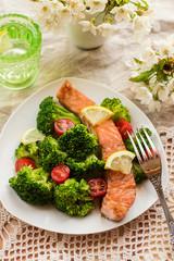 Salmon teriyaki with broccoli and tomatoes