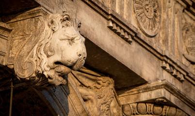 lion head statue venice