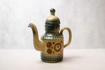 Чайник в восточном стиле на белом фоне