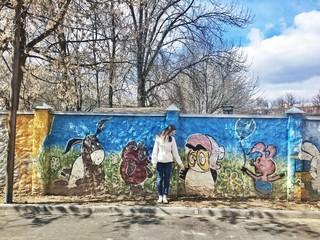 граффити и девушка