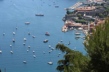 Яхты в гавани у Ниццы