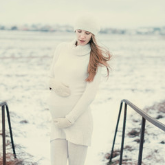 beautiful pregnant girl in winter