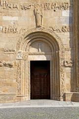 Pavia; San Michele: portale di sinistra