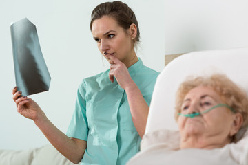 Analysing old woman's X-Ray