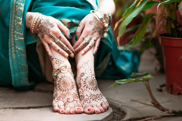 Indian hindu bride with mehendi heena on hands.