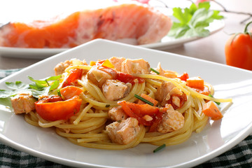 Pasta with fresh salmon, tomato and chives