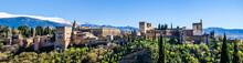 "Постер, картина, фотообои ""Panorama Alhambra in Granada vor schneebedeckter Sierra Nevada"""