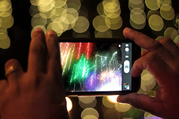 Taking photos of city lights with mobile phone at night