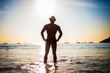 Мужчина на пляже 3