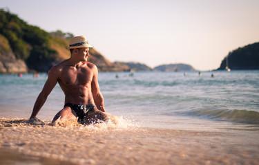 Мужчина на пляже 2