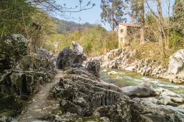 Senda río Pas en Puente Viesgo