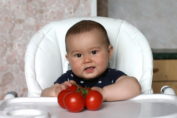 Baby with tomato