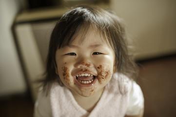 食べた後の子供