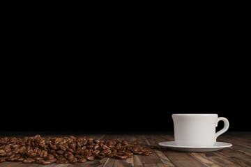 Kaffeebohnen mit Kaffee in Tasse
