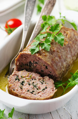 Meat rolls with herbs