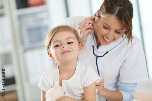 Doctor examining little girl with stethoscope - 81662345