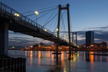 Night Krasnoyarsk, a pedestrian bridge over the Yenisei