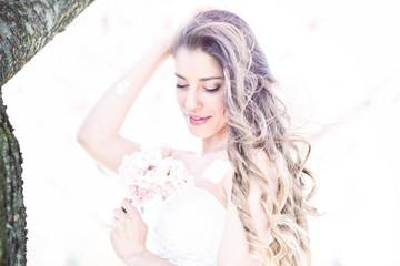 schöne Braut in der Blüte