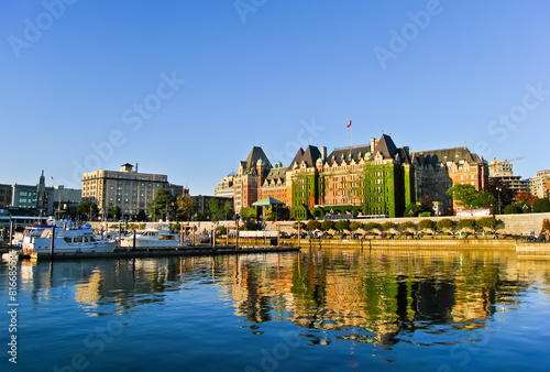 Deurstickers Oude gebouw View of Inner Harbour of Victoria, Vancouver Island.