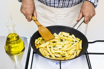 Frying potatos