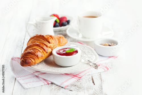 Foto op Plexiglas Bakkerij Fresh croissants with jam