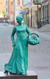 Torun, Statue of woman baker (Piernikarka)