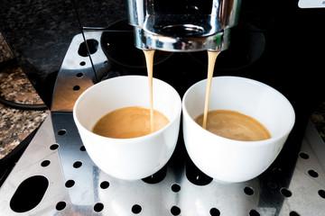 Preparazione caffè espresso con la macchina  da caffè automatica