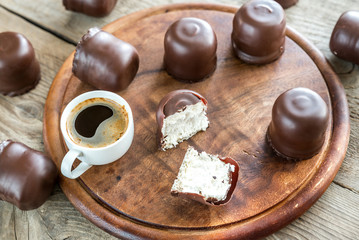 Fresh marshmallows with two cups of coffee