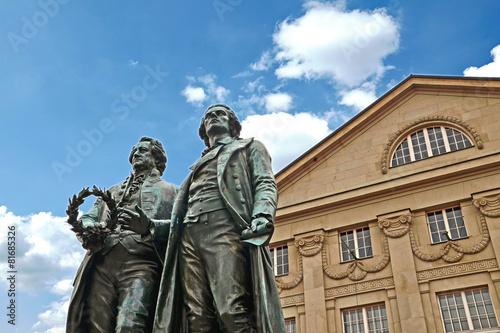Foto op Canvas Historisch mon. Goethe-Schiller Denkmal vor Deutschen Nationaltheater Weimar